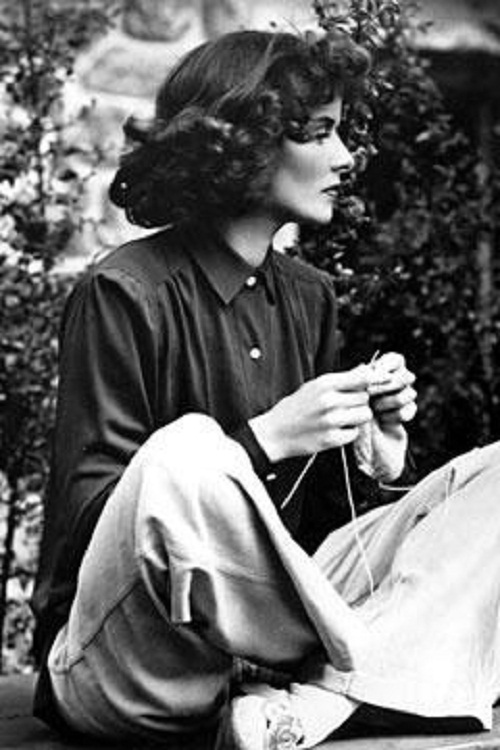 Hollywood actress Katharine Hepburn knitting