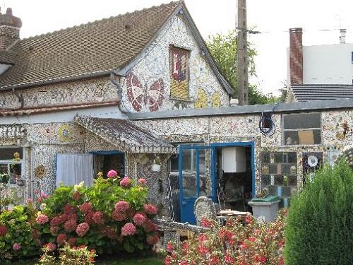 The House of broken porcelain