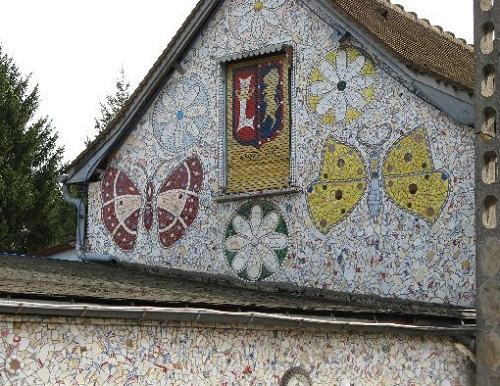 House walls decorated with beautiful mosaics