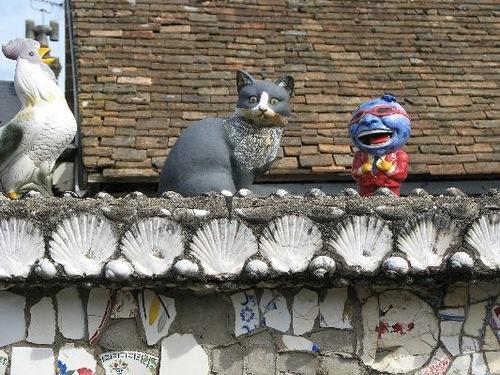 culptures and statues decorate La Maison Cassee Vaisselle