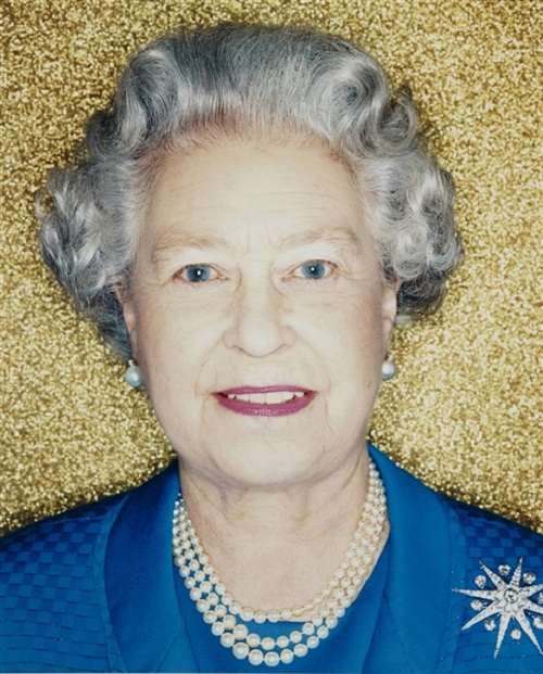 2001 photo of the Queen