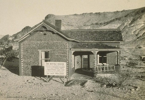 1926 photo of The Rhyolite Bottle House