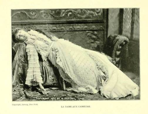 Meanwhile, Sarah Bernhardt really experienced death scenes as her roles. The final scene in her crown play 'Lady of the Camellias'