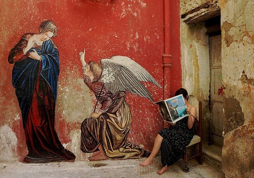 """L'Annunciazione"". My favourite French street artist Zilda is from Rennes, France, he has created this incredible classic work from the Renaissance in Naples, Italy."