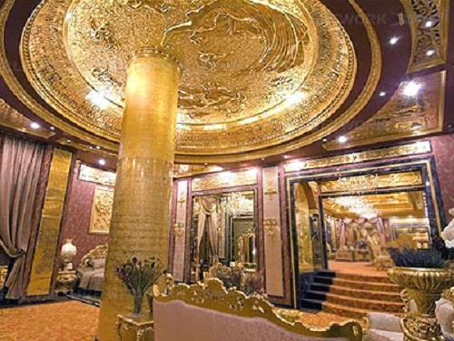 """Hong Kong Jewellery shop """"Golden House"""""""