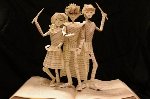 Jodi creates sophisticated and complex paper sculptures that literally lie in the literature according to its pages – Huckleberry Finn, Tom Sawyer, Harry Potter