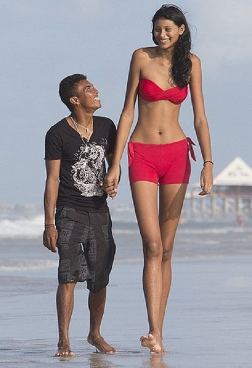 Elisany da Cruz Silva, Worlds tallest girl and her boyfriend