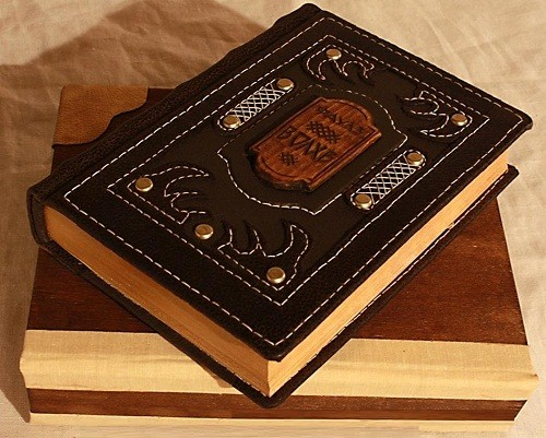Smolensk based artist Asiya Mahdi creates one-of-a-kind Steampunk Notebooks