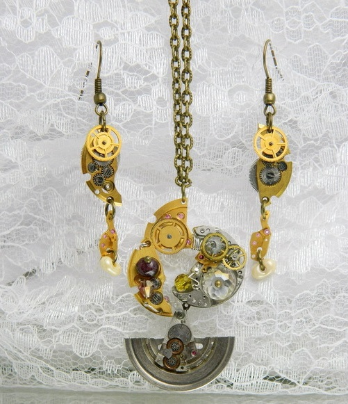 'Heavenly Pendulum'. Ornaments made ​​of clockworks, also used Swarovski crystals and a dark garnet. Suspension is small. The lower part of the pendant moving like a pendulum.