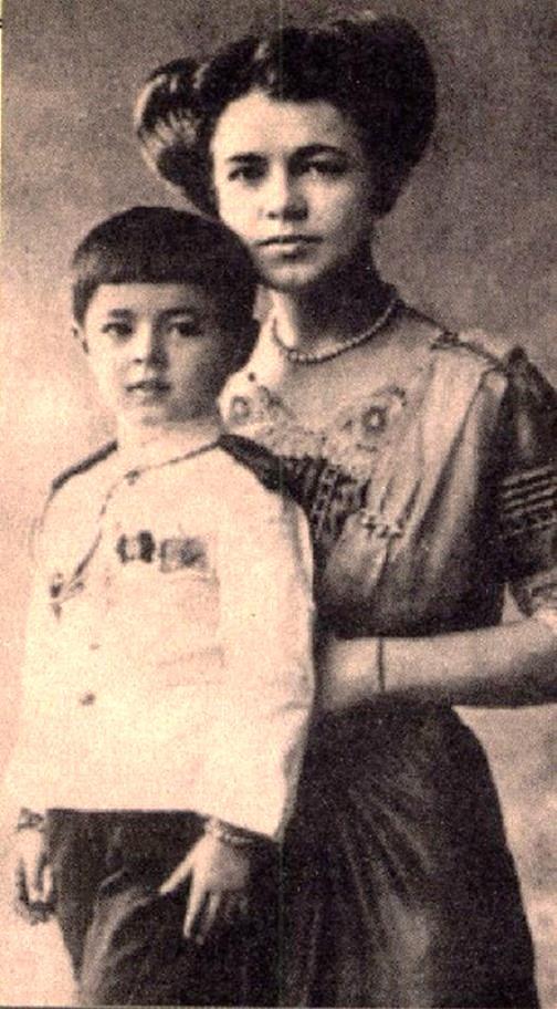 Ekaterina Desnitskaya and her son Chakrabongse Bhuvanath, Jr.