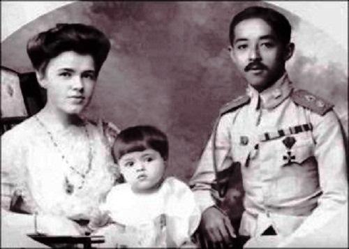 Prince Chakrabongse, Ekaterina Desnitskaya Princess of Siam and their son Chakrabongse Bhuvanath, Jr.