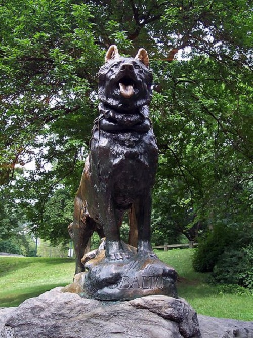 Monument to Siberian Husky Balto