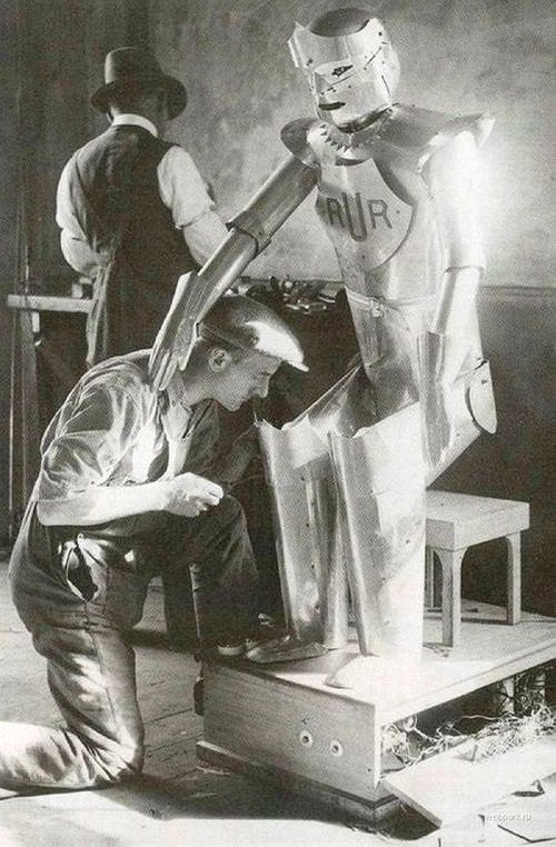 Robot Richard. The robot, developed by British inventor Richard W. in 1928, governed by his assistant. The robot was able to speak and answer questions, shake hands, etc.