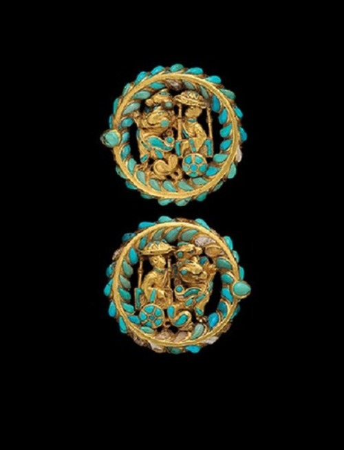 belt buckles from a shoe made of gold, turquoise and carnelian. They depict the chariot, pulled by dragons. Found in the burial ground No. 4 of Tillia-Tepe, age 1. BC-1B. a.d.