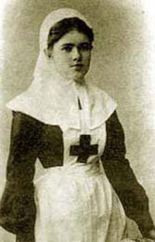 After graduating from the Sisters of mercy courses, at the age of 15, Katia went to the far East