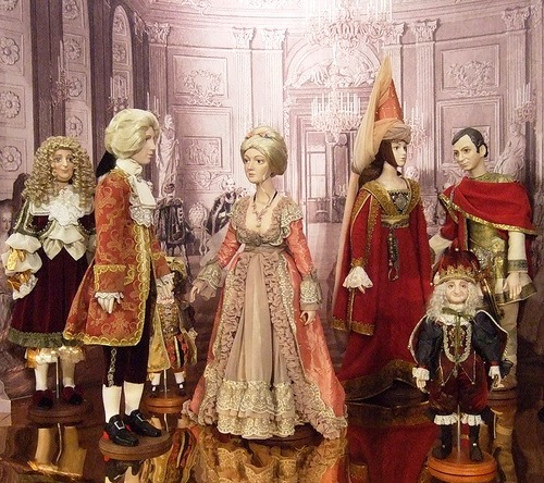 Masquerade of historical dolls by Olina Ventsel