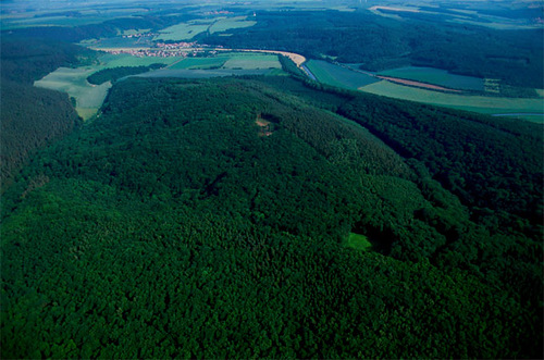 The mountain Mittelberg (Nebra) is located near the town of Wangen (Unstrut), where the sky disk was found.
