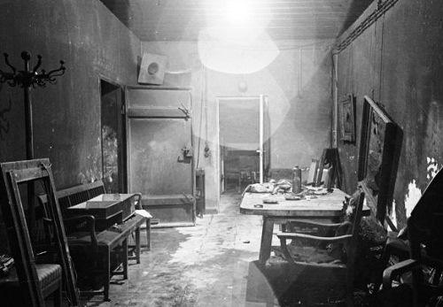 Inside Hitler and Eva Brauns Bunker.