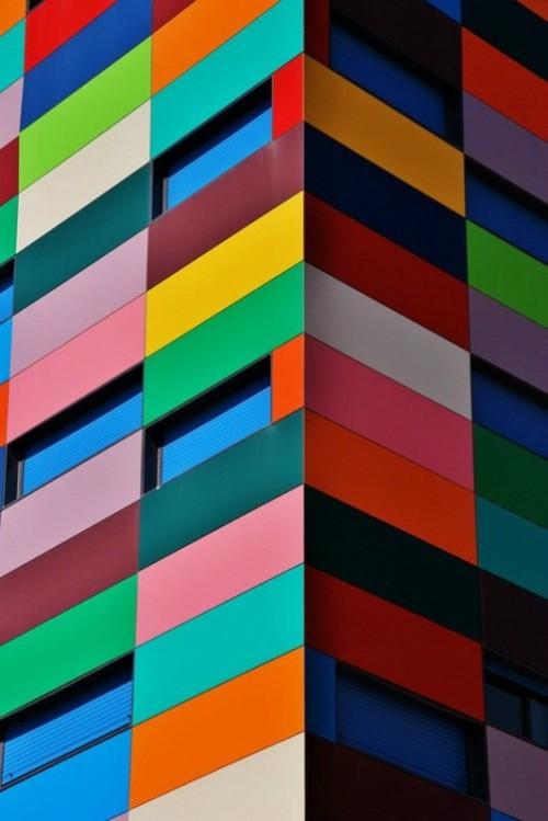 El espiritu de Paul Klee, Multi-colored house created by Spanish architect Rafael Canizares Torquemada