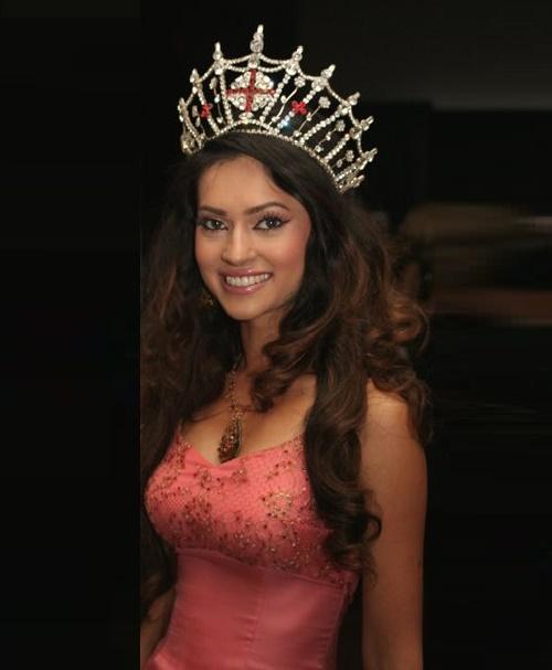 Happily smiling Hammasa Kohistani in a tiara of Miss England