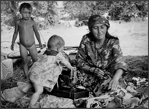 Archive photographs of Gypsy tabor in the USSR, 1983