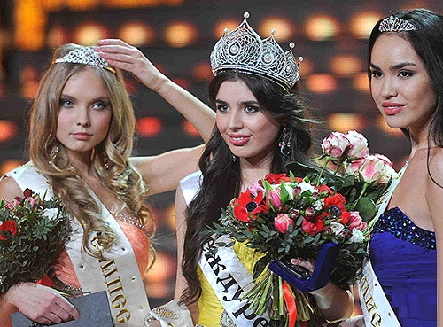 Anastasia Yazykova from Yaroslavl (left)- the first vice-miss, Irina Tumanova (right) from Kalmyk republic - the second vice miss