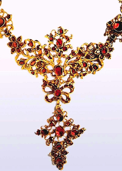 Chain. Fragment of approx. 1760. Gold, rubies. Private collection, Germany
