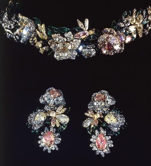 Tiara and earrings. Diamonds, gold, silver, enamel 1750s