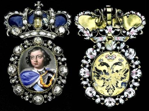 Breastplate. Gold, silver, enamel, diamonds, 8 x 4.5 cm. XVIII century