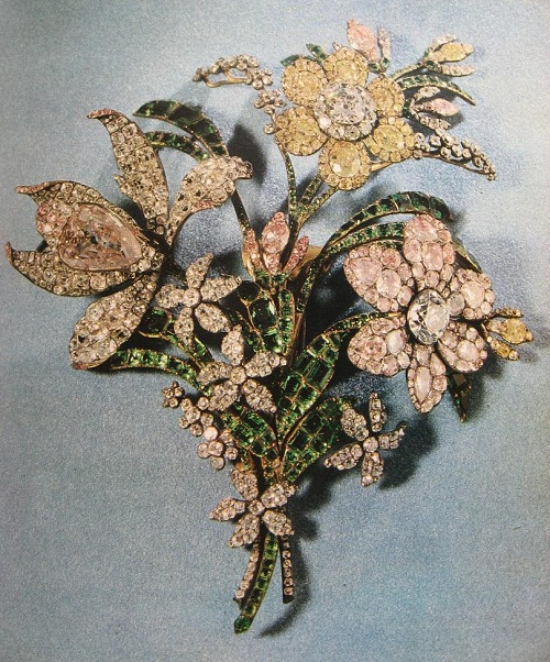 """The big bouquet"". Diamonds, emeralds, gold, silver. About 1760"