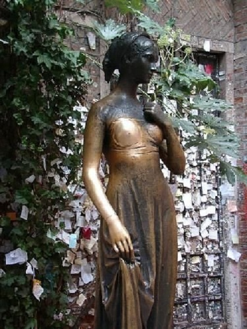 A classic place of pilgrimage for lovers is a monument to Juliet, set in one of the courtyards of Verona