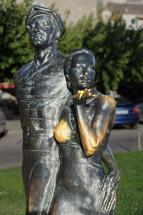 Bronze monument to tourists on the Adriatic Coast, Croatia