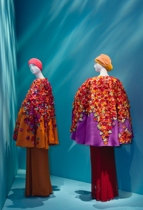 Poncho-jacket with embroidery of bougainvillea