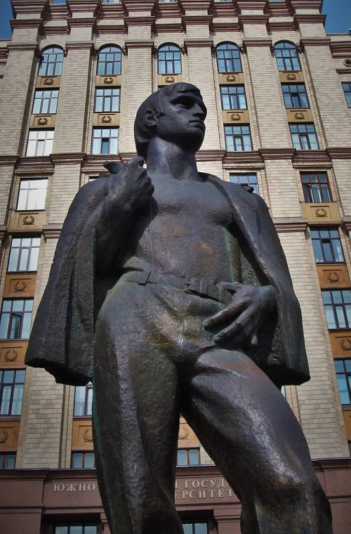Monuments people rub and kiss. Monument to Student, in front of the main building of the South – Ural State University, Chelyabinsk, Russia