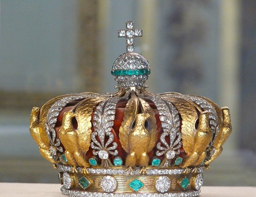 Crown decorated with diamonds and emeralds