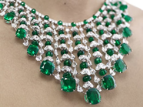 diamond-and-emerald-necklace