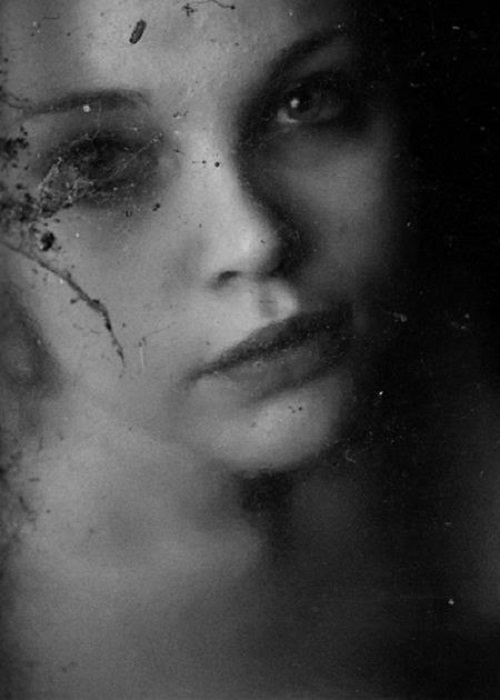 Mysterious portraits by Dutch photographer Henri Senders