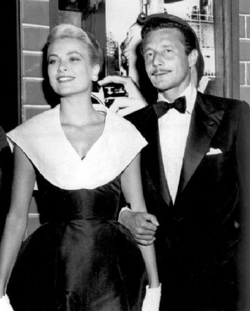 Cassini was briefly engaged to Grace Kelly in 1954. She broke their engagement to marry Prince Rainier of Monaco.