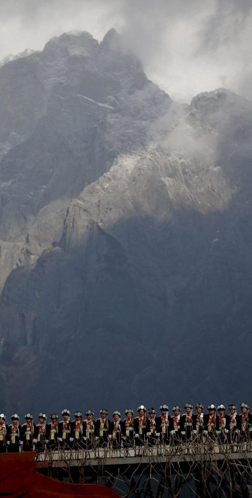 Beautiful perfomance at Jade Dragon Snow Mountain