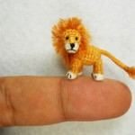 lion the king, in crocheted miniature