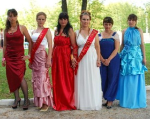 Beauty contest Flowers of Viburnum in colony number 5 in the Smolensk region