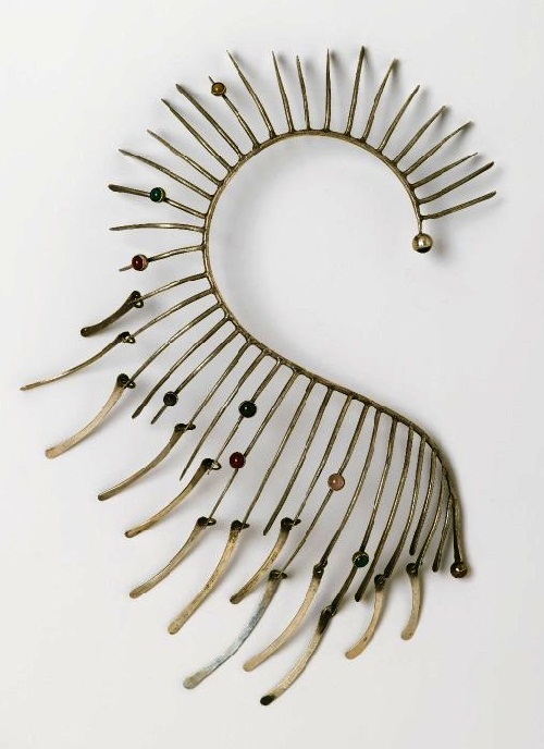 In 1969, Smith was awarded a solo exhibition at New York's Museum of Contemporary Tsrafts, which aroused great interest, and the necklace Boa was the star of this show