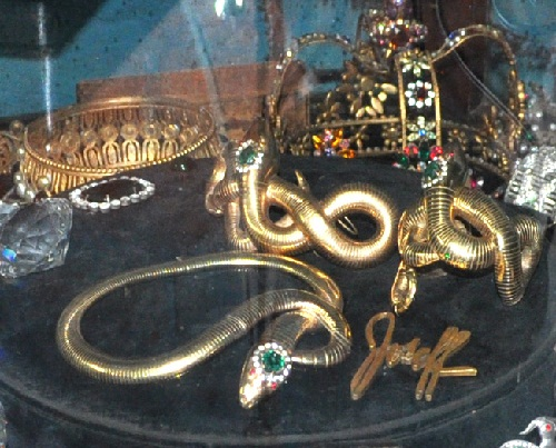 bracelet-snake that Rita Hayworth wore in 1947 in the film Down to Earth