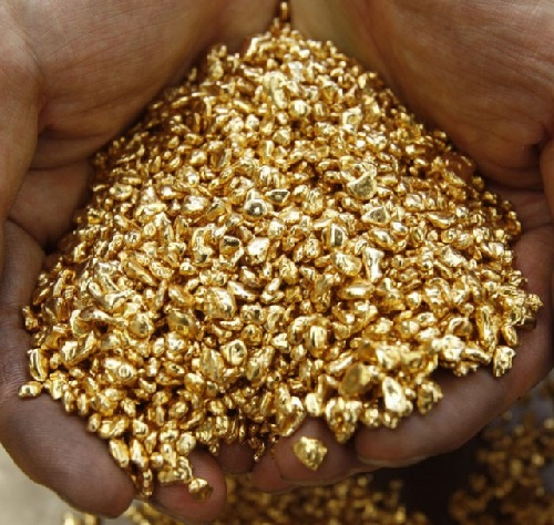 The Aztecs called gold excrement of the gods. In the photo - a handful of gold shot at the factory Ginza Tanaka in the Japanese city of Chiba.