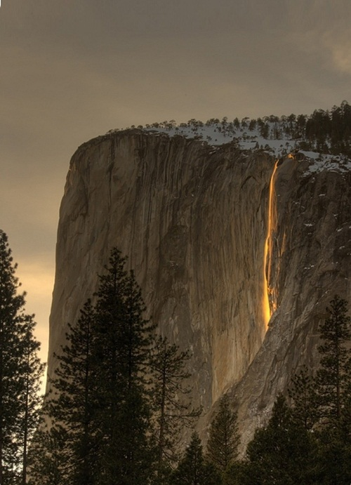 Yosemite Horsetail phenomenon