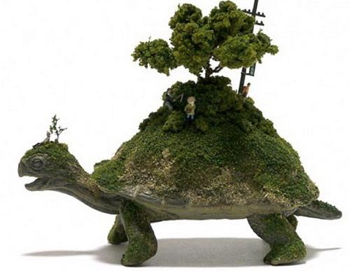 Miniature sculptures by Japanese artist Maico Akiba
