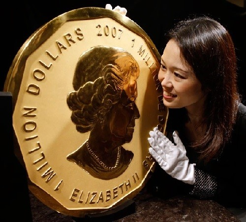 Ginza Tanaka Jewelry brand. 100-kg Maple Leaf gold coin