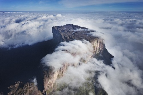 Only to three Gran Sabana mountains one can reach on foot, and among them — Mount Roraima of 2180 m height.