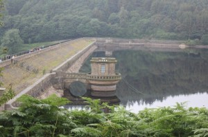 The building of the dam wall was undertaken by the Scottish company of Richard Baillie and Sons
