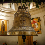 On the Blessed Virgin Mary, Moscow residents - the family of Tisin presented silver jingle bell weighing nearly 100 kg.